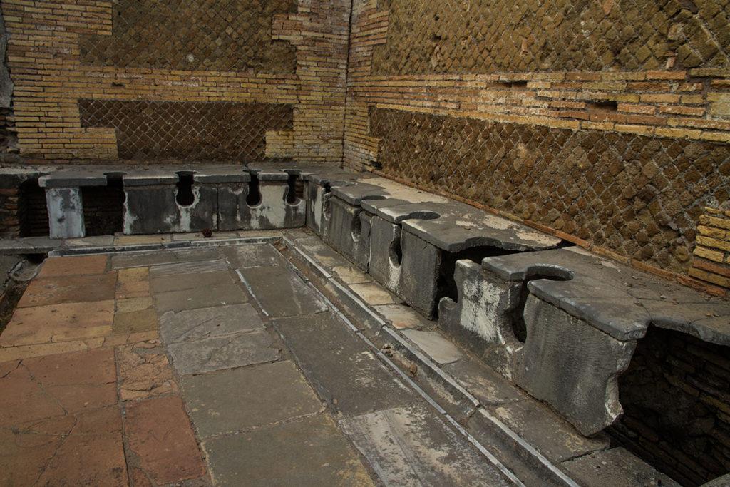 first roman toilets